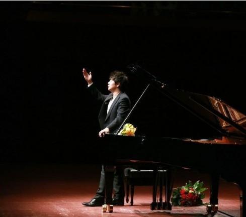 中国青年钢琴家郎朗2014年德国钢琴独奏会 组图